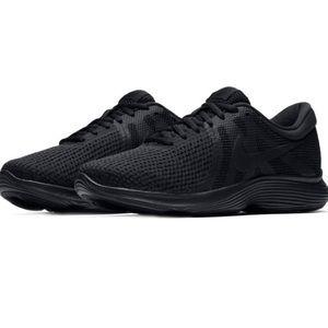 WMNS Nike Revolution 4